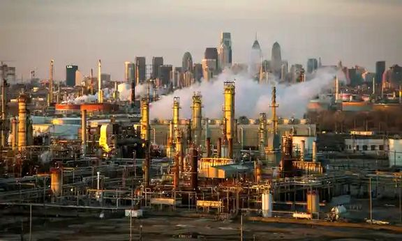 10 US oil refineries exceeding limits for cancer-causing benzene, report finds.